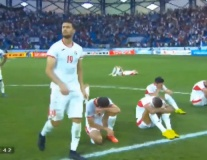 Từng cầu thủ Jordan đổ gục, rơi lệ khi thất bại trước Việt Nam