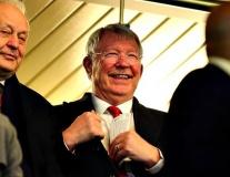 Trên khán đài, Sir Alex phản ứng ra sao khi M.U đè bẹp Chelsea?