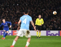 Barkley lập siêu phẩm sút phạt đưa Chelsea vào Tứ kết Europa League