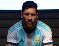 Messi cực ngầu trong bộ ảnh ra mắt áo đấu 2019 của Argentina