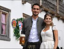 Vợ tuyệt đẹp của Hummels ra hầu tòa vì cáo buộc không trả tiền!