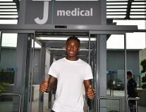 Đồng đội đi giao hữu, sao trẻ Juventus 'tự kỷ' ở nhà
