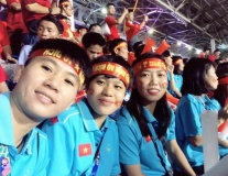 Tiếp lửa U22 Việt Nam, các cô gái vàng vẫn không quên 'thủ tục'
