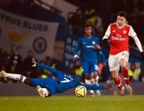 Đêm điên rồ của Premier League: '1 phút 2 bàn', trượt chân và thẻ đỏ