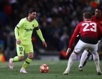 Messi dạy 1 bài học, Solskjaer tìm ra vai trò mới của Shaw tại M.U