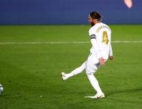 'Câu' phạt đền khôn ngoan, Real nới rộng cách biệt với Barca lên thành 4 điểm