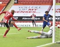 Thua sốc Sheffield United, Chelsea bị Man Utd phả hơi nóng sau gáy