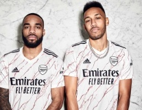 Arsenal giới thiệu mẫu áo mới cực chất