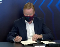 Khoảnh khắc Ronald Koeman đồng ý cứu vớt con tàu đắm Barca