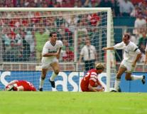 Từ Jordi Gomez đến Eric Catona: 10 cú hat-trick đáng nhớ tại Premier League