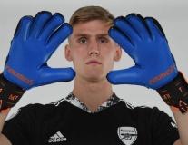 Tân binh Alex Runarsson khoe số áo, ra mắt Arsenal cực 'ngầu'