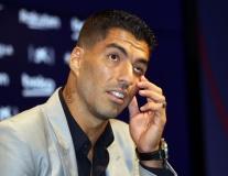 Suarez ngấn lệ, tinh quái 'bật' Bartomeu ngồi ngay bên cạnh ngày chia tay Barca