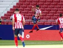 Ra mắt Atletico, Suarez sớm khiến Barcelona phải 'ngậm đắng nuốt cay'