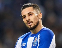 Man United 'làm trò hề', Porto tức giận chốt tương lai Alex Telles gây sốc