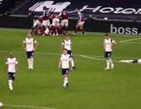 Dẫn 3-0 sau 16 phút, Tottenham vẫn chia điểm trong ngày Bale ra mắt