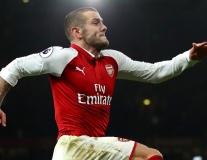 Hủy hợp đồng, 'báu vật 1 thời' của Arsenal tập luyện ngoài công viên