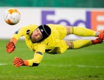 Hài hước với hình ảnh một Petr Cech 'ra sân' đối đầu Arsenal