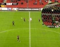 Học trò của Gerrard khiến Europa League rung chuyển, một siêu phẩm để đời xuất hiện