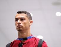 Ronaldo tiếp tục gửi thông điệp đến Messi bằng việc để râu?