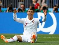 Ngã đẹp, Ronaldo đòi trọng tài sử dụng VAR