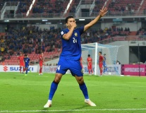 Lập siêu phẩm từ chấm phạt góc, hậu vệ Thái Lan ăn mừng như Dybala