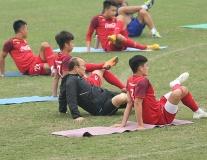 U23 Việt Nam tập 'bài lạ', thầy Park thở không ra hơi