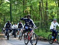 Dàn sao đội tuyển Pháp hào hứng cưỡi xe đạp địa hình