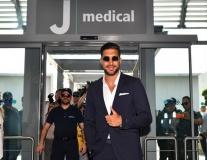Emre Can bảnh bao có mặt ở Turin kiểm tra y tế