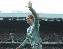 Giơ 5 ngón tay ăn mừng, Harry Wilson bắt chước Torres chọc giận Man Utd