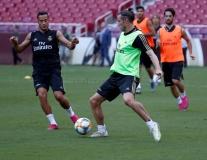 Hazard khiến Ramos, Modric 'bở hơi tai' khi theo kèm