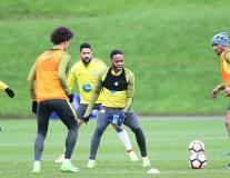 Chùm ảnh: Man City vui vẻ tập luyện trước trận đá lại cúp FA
