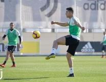 Áp lực thất bại Champions League, Ronaldo và dàn sao Juve tắt nụ cười trở lại Serie A
