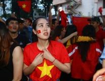 Fan nữ Sài thành 'bắn tim' ra ngoài khoảnh khắc U23 Việt Nam vào chung kết
