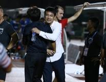 TP.HCM hồi sinh, Hữu Thắng có hành động lạ với HLV Miura