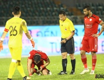 'Đứng tim' ngoại binh V-League suýt đột quỵ trên sân
