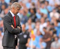 Arsene Wenger: 'Nhìn mặt tôi có giống đang hoảng loạn không'