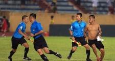 Để khán giả tấn công trọng tài, Nam Định bị treo sân