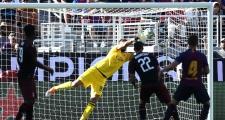 Chọn áo số 69, đàn em của Ronaldo khiến Barca ngậm trái đắng phút bù giờ