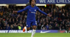 Fan Chelsea đòi tống khứ Wilian vì hành động thiếu tôn trọng Conte