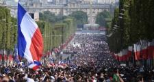 Nửa triệu người Pháp xuống đường, chào đón những người hùng dân tộc về nước
