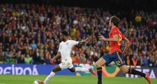 Thành Manchester hợp sức, Anh hủy diệt Tây Ban Nha chỉ trong một hiệp