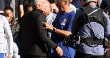 Nóng! Mourinho lại 'rước họa vào thân' vì trợ lý của Chelsea