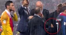 Sự thật về tin đồn nữ quan chức lấy trộm huy chương World Cup