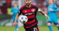 Bế tắc vụ Mustafi, Wenger nhắm trung vệ Bundesliga