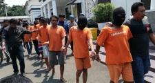 CLB Indonesia bị treo sân 2 năm vì CĐV đánh chết người