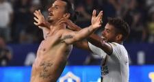 Ibrahimovic lập siêu phẩm đúng chất Ibra đánh dấu cột mốc 500 bàn thắng