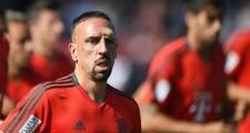 Tiết lộ: Sao Bayern chấn thương trên sân tập vì lao vào cột gôn
