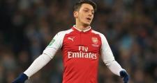 Gary Neville nhận định bất ngờ về vị thế của Ozil tại Arsenal