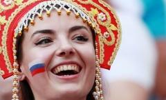 Các nữ cổ động viên Nga 'đánh cắp trái tim' đấng mày râu bởi chiếc mũ Kokoshnik