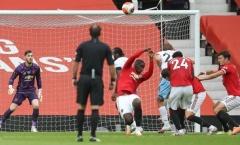 """Gary Neville: """"Thật là rác rưởi, Pogba đã làm theo bản năng"""""""